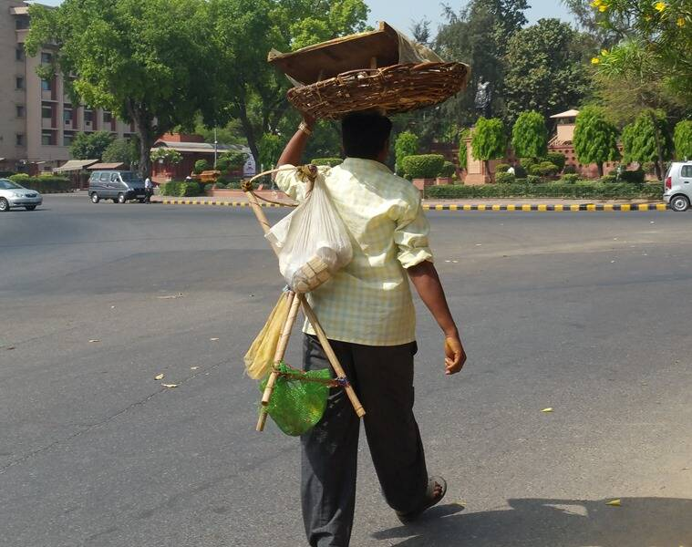 A sprouts chaat wala on his daily rounds. (Photo: Sangeeta Khanna)