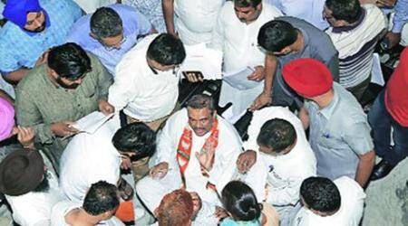 Party workers give thumbs up to Sampla weekly meeting, Joshi and Mittal 'reach late'