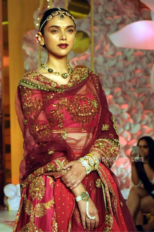 Aditi Rao Hydari, Ritu Kumar designs, high street launch, fashion show
