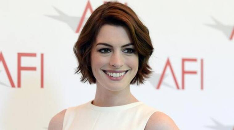 aNNNE hathaway, anne hathaway dating app movie, anne hathaway comedy, anne hathaway oceans eight, anne hathaway how to be single,