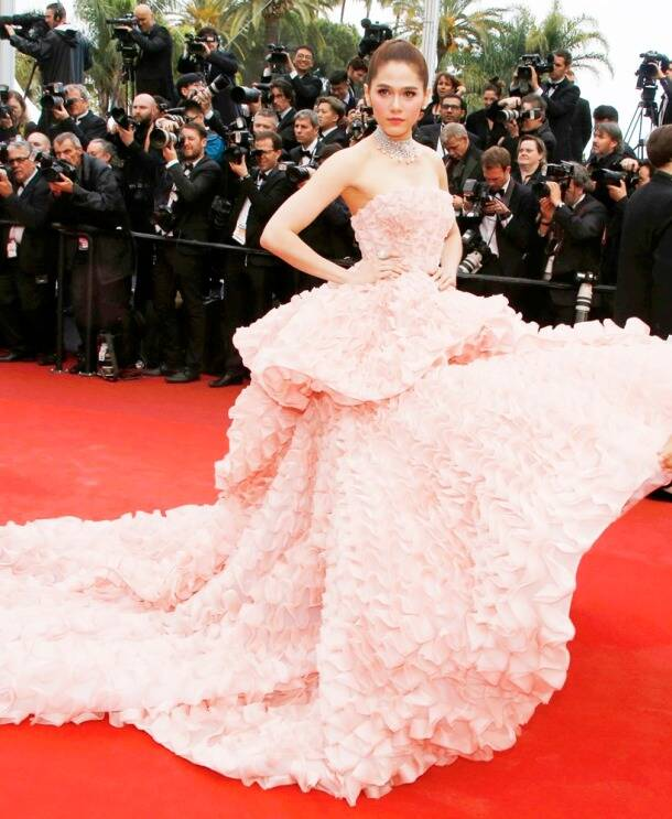 Cannes Film Festival 2016: Aishwarya looks stunning in a golden Ali Younes Couture gown, see pics