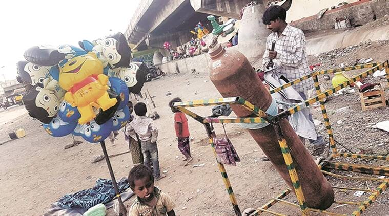 pune, pune balloon seller, Cheaper hydrogen, hydrogen bomb, inflammable hydrogen, Gas balloons, birthday balloon, Pune Newsline, indian express pune
