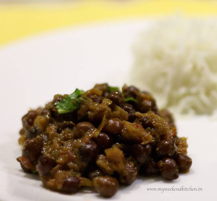 Black chickpeas gravy served with rice