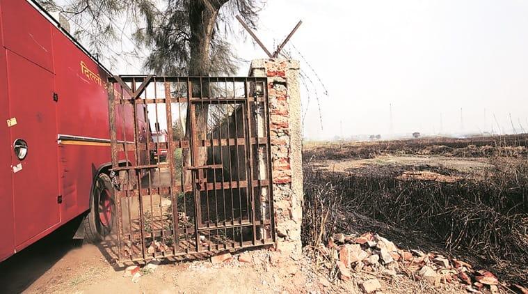 fire, delhi fire, GTB nagar fire, north delhi grassland fire, fire in delhi, Model Town-GTB Nagar area, prasar bharti fire, indian express delhi, delhi fire news, delhi news