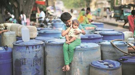 Delhi stares at water crisis, govt asks residents to stock up