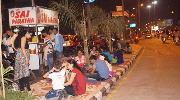 "Open air party: Dumas Road lives up to Surat's famous adage ""Surat nu Jaman ane Kashi nu maran (dine in Surat and die in Kashi)"". (Photo: Hanif Malek)"