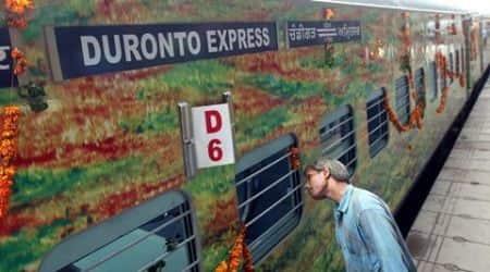 Passengers delay Duronto Express at Vadodara station over nobreakfast