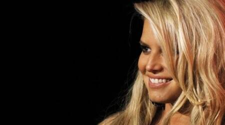 Jessica Simpson returns to recording studio after sixyears