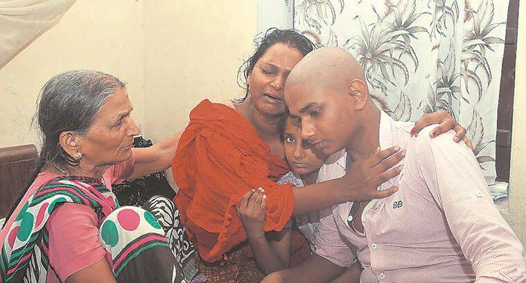 Deceased Journalist Rajdeo Ranjan's wife Asha Devi burst into tears while consoling her Son Ashish and Daughter Shakshi at Residence in Siwan on Saturday, May 14,2016.Express Photo By prashant Ravi