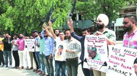 'justice delayed is justice denied': Protest against shortage of judges in courts, pendingcases