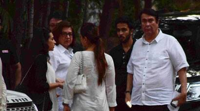Kareena Kapoor, Karisma and family at their naani's prayer meet