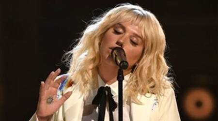 Kesha gets standing ovation after Billboard Awards performance