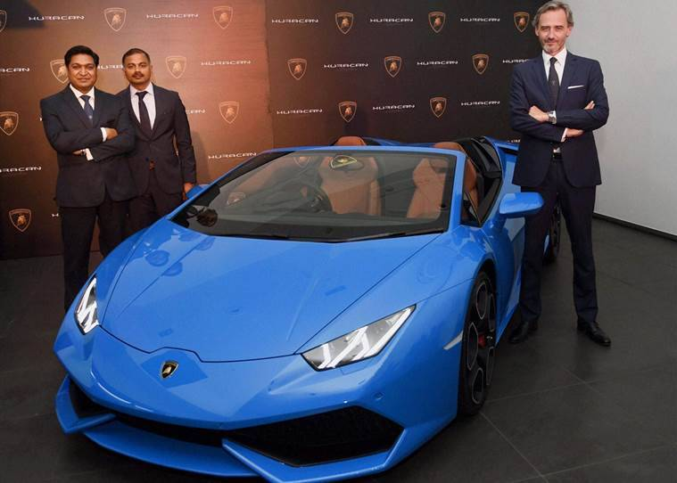 lamborghini rolls out new huracan spyder in india fixes price at rs crore the indian express. Black Bedroom Furniture Sets. Home Design Ideas