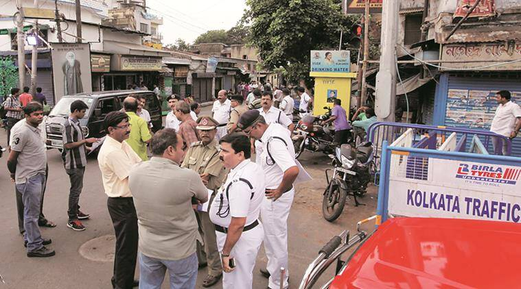 Police officials  discussing about assembly result day security posting  at the approach road of Mamata Banerjee's house at Harish Chatterjee street in South Kolkata on May18,2016. Express photo by Partha Paul.