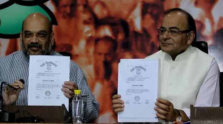 Amit Shah and Arun Jaitley flashing Prime Minister Narendra Modi's degree at a press conference