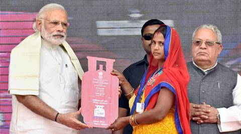 narendra modi, modi lgp scheme, modi free lpg scheme, lpg subsidy, modi give up lpg subsidy, free lpg connection to poor, Uttar pradesh news, india news, latest news