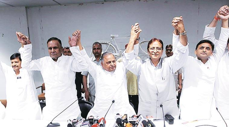 mulayam singh yadav, samajwadi party, uttar pradesh, beni prasad verma, beni prasad verma rejon sp, akhilesh yadav, up 2017 election, beni rejoins samajwadi party, beni prasad verma samajwadi party, uttar pradesh news, india news, latest news