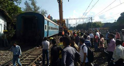 mumbai, mumbai local, mumbai local derailed, mumbai train derail,mumbai train, mumbai local trains, mumbai local late, mumbai news