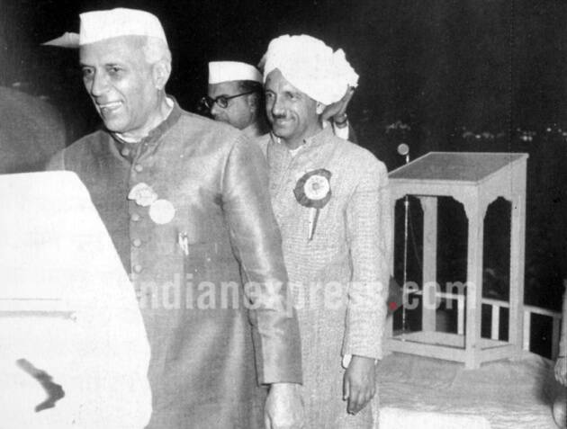jawaharlal nehru, jawaharlal nehru birthday, nehru birthday, childrens day, first prime minister, jawaharlal nehru photos, jawaharlal nehru rare photos, jawaharlal nehru rare pictures, india news, nehru historic photos, nehru news, latest news