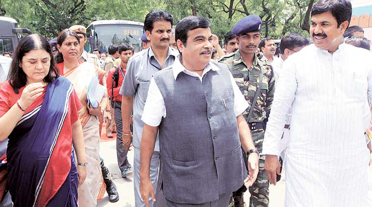 Union Transport minister Nitin Gadkari, Nitin Gadkari, M Venkaiah Naidu,  N Chandrababu Naidu, India Raod accidents, Road accidents in India, Accident zones in India, Road mishaps in India, India accidents prone zones, Acident prone Zones in India,  Raod safety work shop, deaths in road accidents in India, Road engineering defects in India, registration of Vehicals in India, Educating Children about trafic rules in India, latest news, India news,
