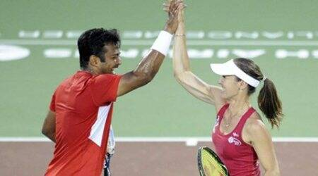 Paes-Hingis advance to mixed doubles quarters