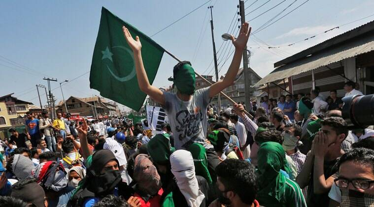 Pakistan Flags, Pak Flag, Pakistan flag waived in Kashmir, Hurriyat, Jammu & Kashmir, Hurriyat procession in Kashmir, Mirwaiz Umar Farooq, india news