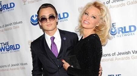Pamela Anderson sells selfies at galaauction