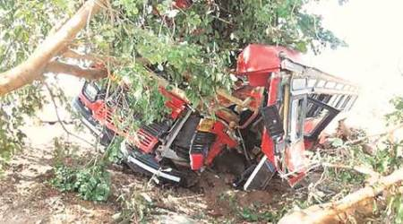 18 injured as ST bus overturns on Pune-Mumbai Expressway