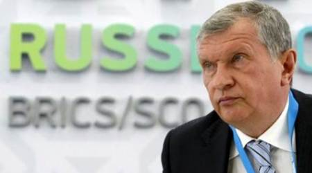 Rosneft CEO Igor Sechin attends a briefing dedicated to the signing of a contract between Rosneft and Essar Oil Ltd. companies in Ufa, Russia, July 8, 2015.REUTERS/Sergei Karpukhin