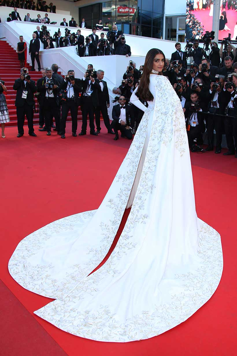 sonam kapoor, sonam cannes, sonam kapoor cannes, cannes fashion, cannes bollywood fashion, cannes red carpet, cannes film festival, cannes 2016