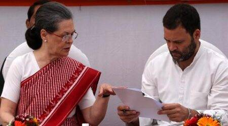 Bengal Congress MLAs 'pledge' loyalty to Sonia, Rahul: Will '2G' gamble prevent defections?