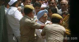 Sonia Gandhi & Manmohan Singh Arrested During Congress's 'Save Democracy' March