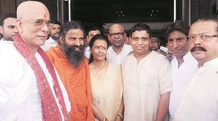 Star studded 'shraadh' ceremony of Sahara chief's mother: Akhilesh, Mulayam, Ramdev in attendance