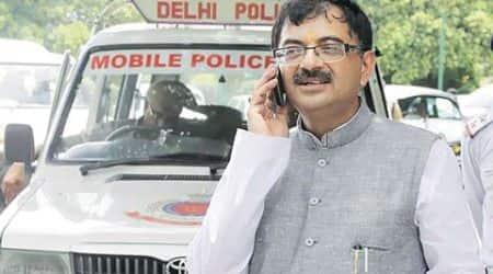 Mob attacks BJP MP Tarun Vijay inDehradun