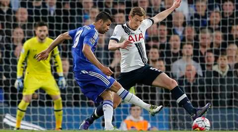 Chelsea's Diego Costa, left, vies for the ball with Tottenham's Jan Vertonghen during the English Premier League soccer match between Chelsea and Tottenham Hotspur at Stamford Bridge stadium in London, Monday, May 2, 2016. (AP Photo/Frank Augstein)