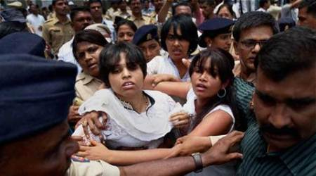 Trupti Desai, Rights activist Trupti Desai, Bhumata Brigade president Trupti Desai, Trupti Desai beats mn Who raep wonam, man rapes won am on pretext of marriage, latest news, India news, India crime news, latest news,