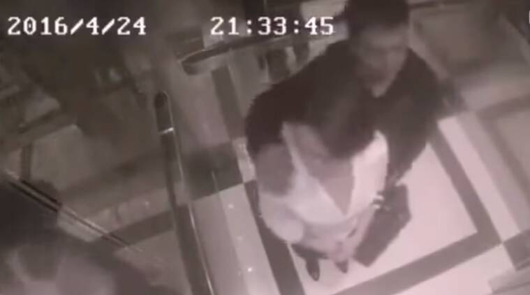 woman bashes pervert in lift, man tries to grope woman, woman kung fu, welf-defence video, viral videos