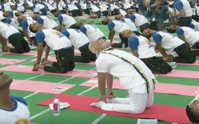 PM Modi obliges people with selfies at Intl Yoga Day celebrations