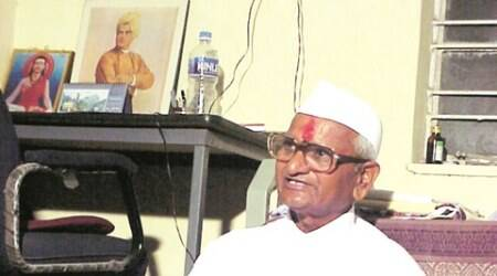 Cops crack case of threat letters to Anna Hazare, arrest hotelier