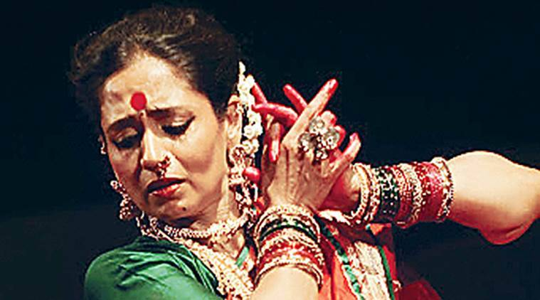 Rajashree Sawant Wad, Sushama Deshpande, ichya Aaichi Gosht arthat Majhya Athvanincha Phad, Lavani dance, Art and Dance, Life Style news, Art and dance news, latest news, India news, Art news, dance and theater, dance play review