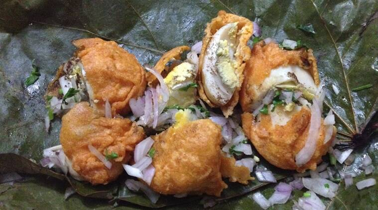 While the non-vegetarian options are usually few and far between, the egg bonda is the most popular, usually found in the bajji shops that begin business late evening.