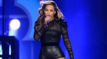 Beyonce Knowles fans freak out after she sneezes mid-concert