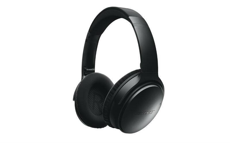 Bose QC35 features the same noise cancellation technique seen on previous QC25 but is wireless now