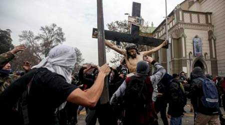 Chile: Hooded vandals raid Catholic church, destroy image of crucified Christ
