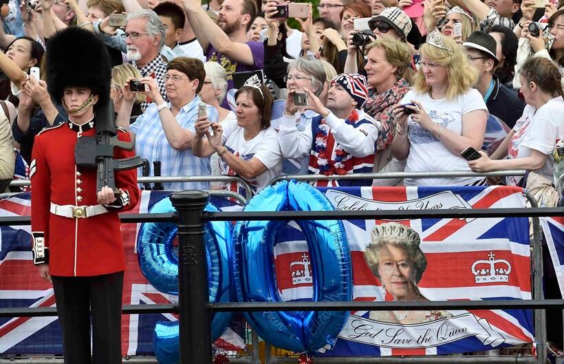 UK queen, queen Elizabeth, Queen of England, Kate Middleton, Prince williams, trooping, UK trooping, Uk colour of paradise, Elizabeth II, queen Elizabeth 90th Birthday,