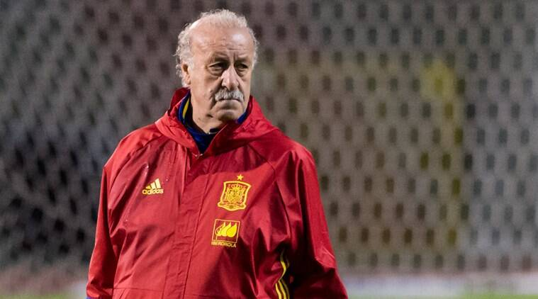FILE - In this Monday, Nov. 16, 2015 file photo, Spain's national soccer team coach Vincente Del Bosque watches his players during a training session at the King Baudouin stadium in Brussels. (AP Photo/Geert Vanden Wijngaert, File)