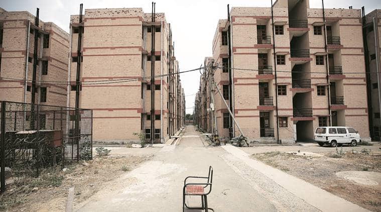 delhi, delhi news, delhi houses, unoccupied houses in delhi, Jawaharlal Nehru National Urban Renewal Mission, slum dwellers in delhi, delhi slum dwellers, DUSIB, UPA government, congress, bjp, Rajiv Awas Yojana, indian express news, indian express hardlook