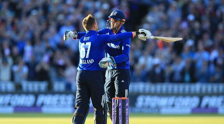 Jason Roy, Alex Hales