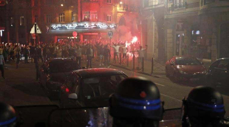 Euro 2016, Euro 2016 violence, English Russia fans violence, Russia England fans fight, Fight between England and Russia fans, Euro 2016 fight video, Sports