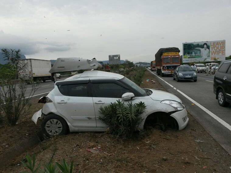 Mumbai-Pune Expressway, Expressway accident, mumbai pune car accident, mumbai pune bus accident, pune expressway bus accident, latest updates, pune bus crash,